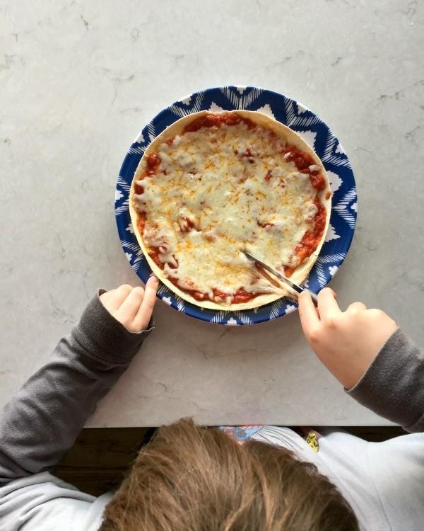 BBQ Chicken Tortilla Pizza | mountainmamacooks.com