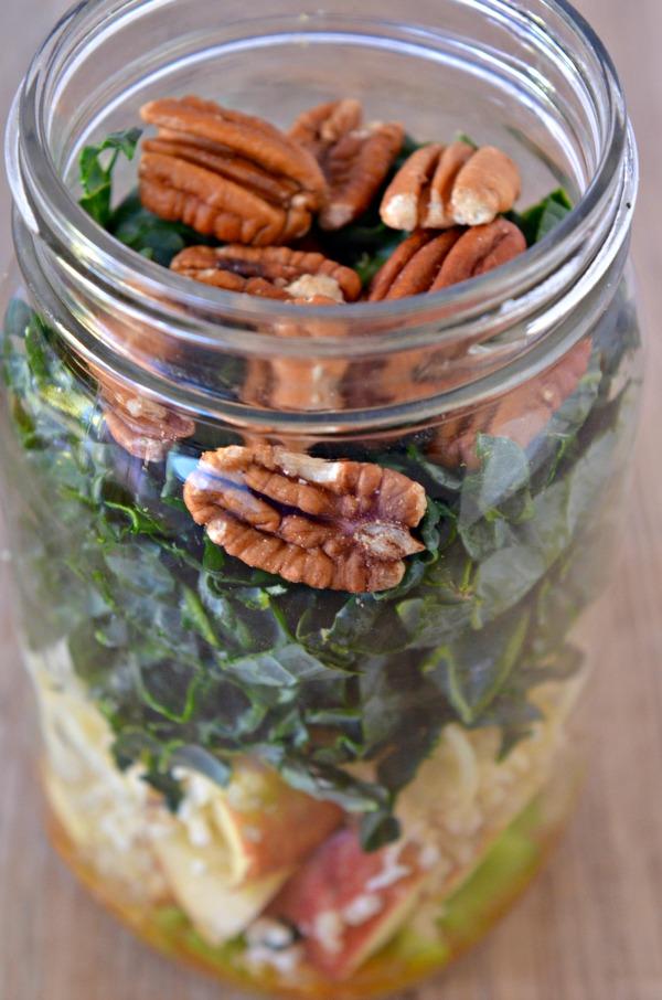 Kale, Quinoa, and Apple Mason Jar Salad   mountainmamacooks.com